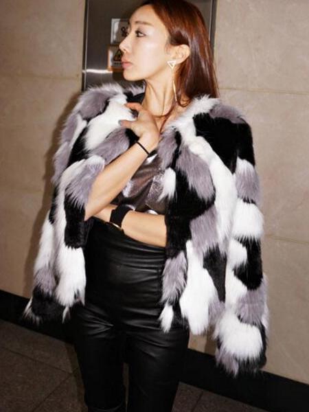 2a66b84aab női kabát webshop   divatos tarka műszőrme kabát   Axadion női divat ...